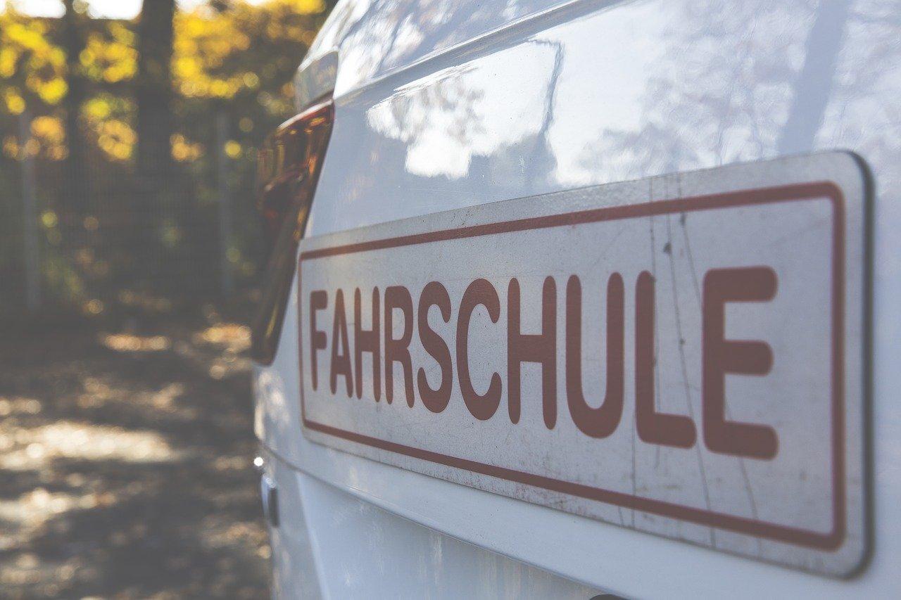 Führerschein ab 17 – Worauf sollten Eltern achten?